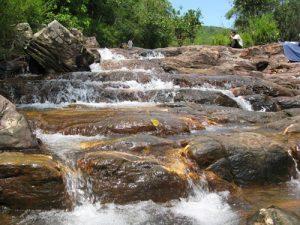 Cho thuê xe du lịch 7 chỗ đi Suối Trúc – Tây Ninh