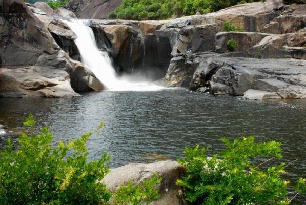 Cho thuê xe du lịch 7 chỗ đi du lịch Phú Yên